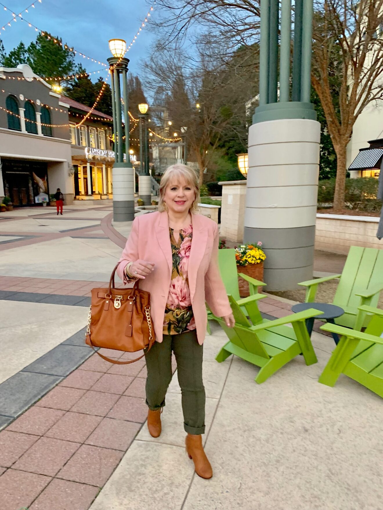 Style Story Interview Classy Colorful Confidence @StyleShennanigans Shannon Holmes Fashion Over 50 60 Confident Earthy Pink and Brown Floral Outfit Story Behind The Cloth scaled
